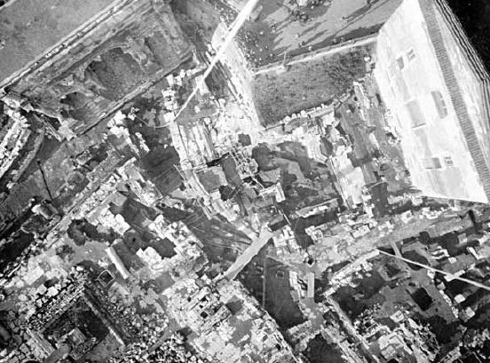 Roma, Comizio, area centrale del Foro. Foto scattata da pallone aerostatico dalla Brigata Specialisti del Genio Militare (1899). (immagine presa da academia.edu/2063157)