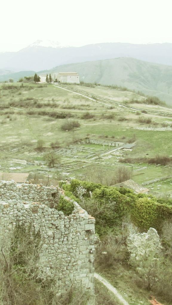 veduta di abafucens romana dal borgo medievale p.ruggeri www.megalithic.it