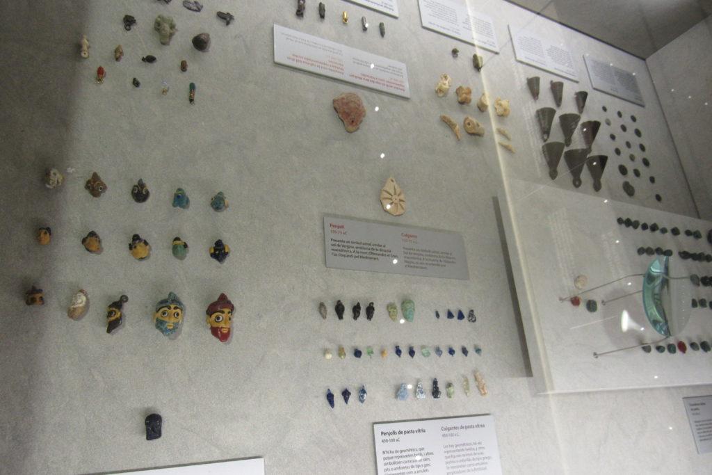 oggetti preziosi e miniature rinvenute nell tombe ipogee p.ruggeri www.megalithic.it