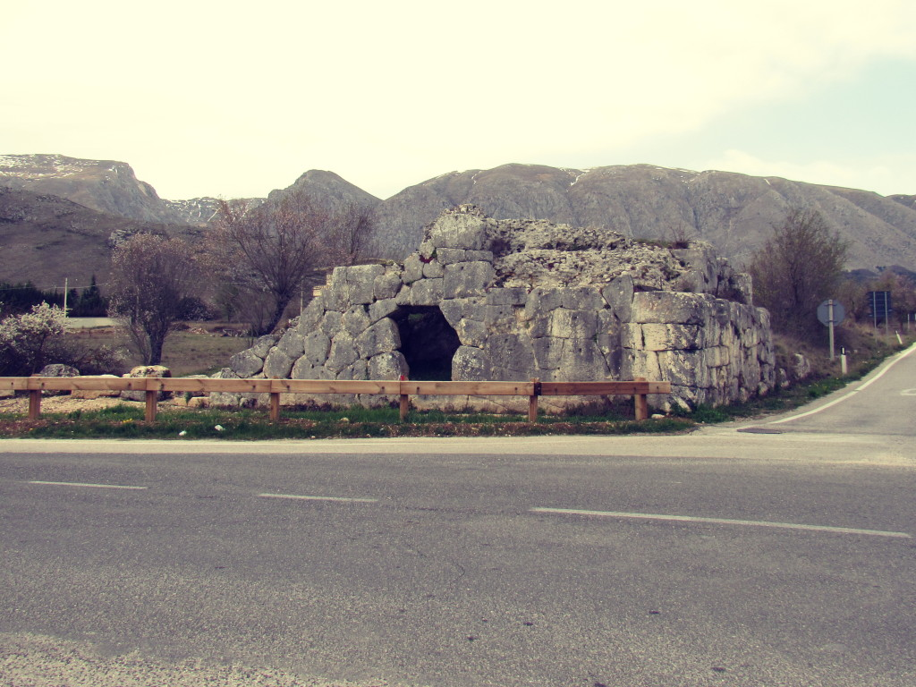 Arci, entrata acquedotto p.ruggeri www.megalithic.it